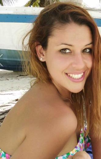 """<i class=""""fa fa-facebook-official"""" aria-hidden=""""true""""></i> Laura Quijada"""